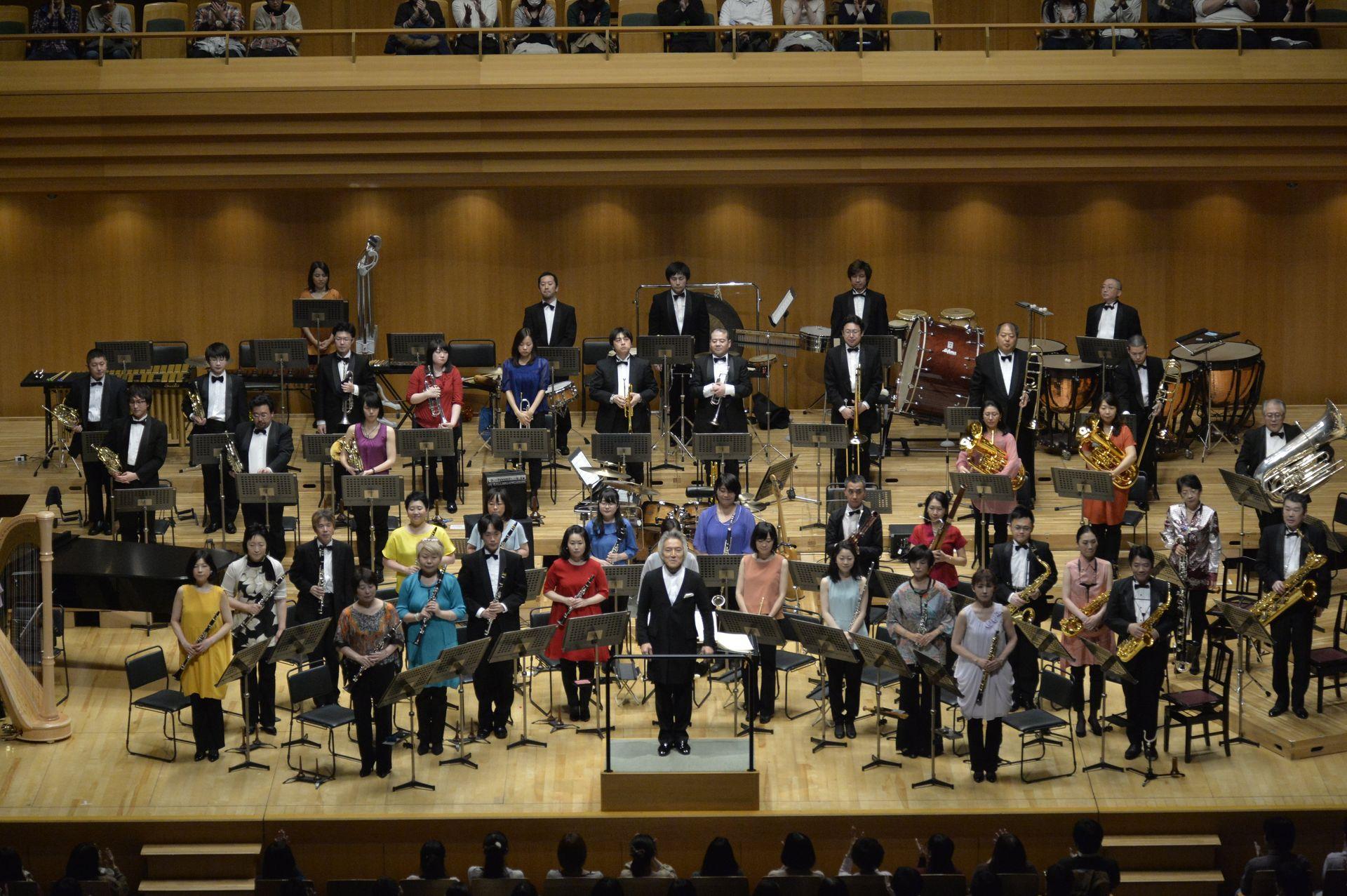指揮者の栗田博文氏と、シエナ・ウィンド・オーケストラの皆さん