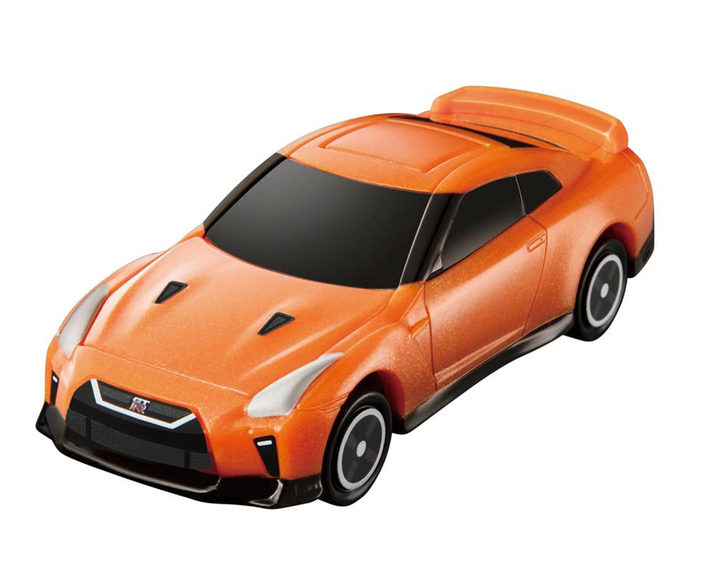 ボンネットが開く「日産 GT-R」