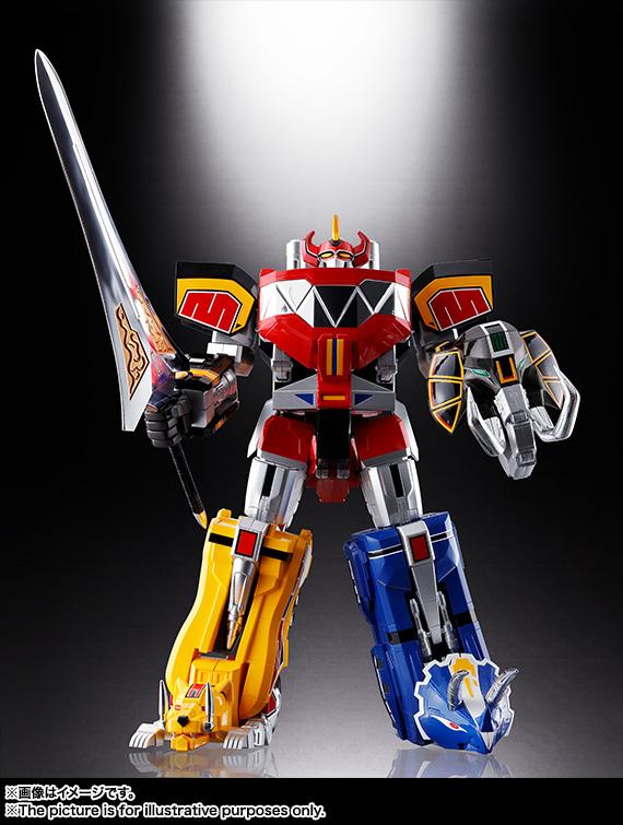 """こちらはメガゾードの""""原型""""といえる大獣神。バンダイコレクターズ事業部から現在の技術で今年の4月に発売された「超合金魂 大獣神」。両者を比較すると非常に面白い"""
