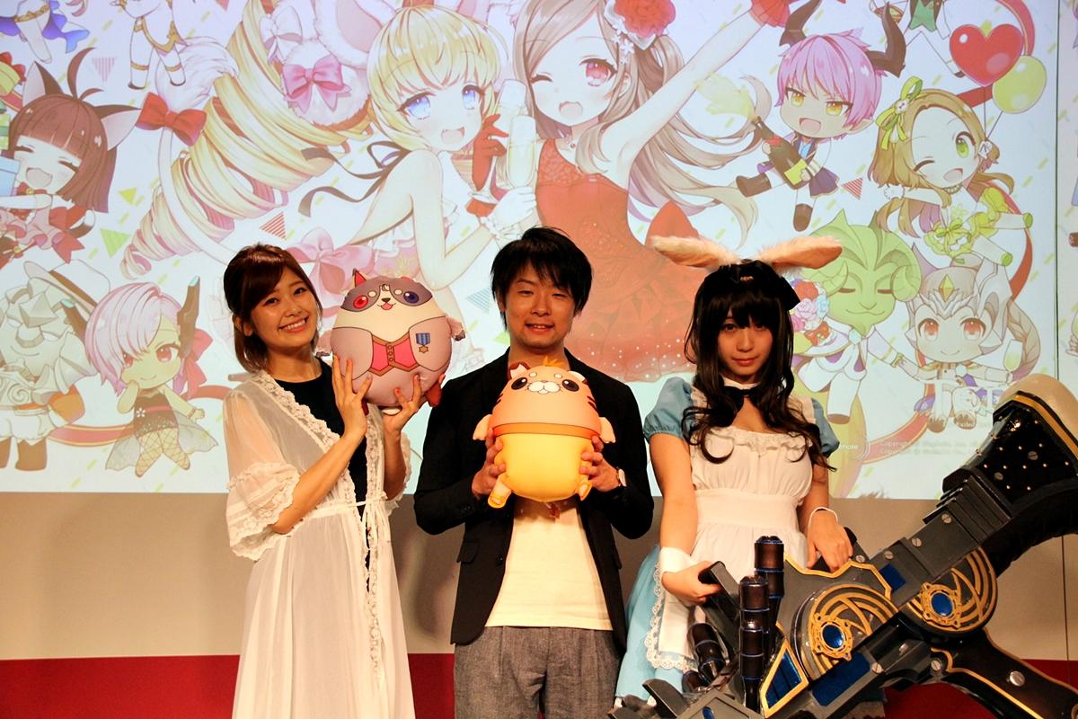 左からMCを務めた山下まみさん、「TERA」運営プロデューサーの廣田瞬一氏、ゲストの伊織もえさん