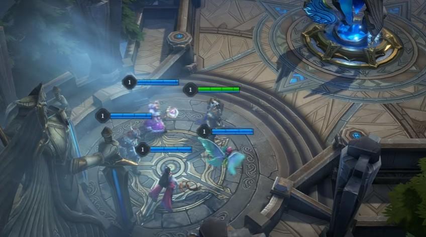チームで連携して、相手チームの本拠地の破壊を目指す