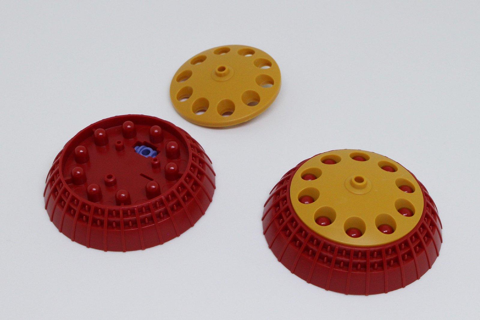 ミサイルシールドは2つ組み立てる。丸い穴の中にあるハイドボンブも塗装しやすい