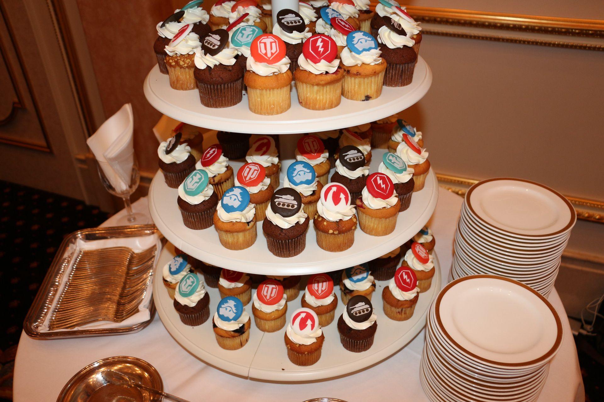 持ち帰りたくなるタイトルロゴ入りカップケーキ