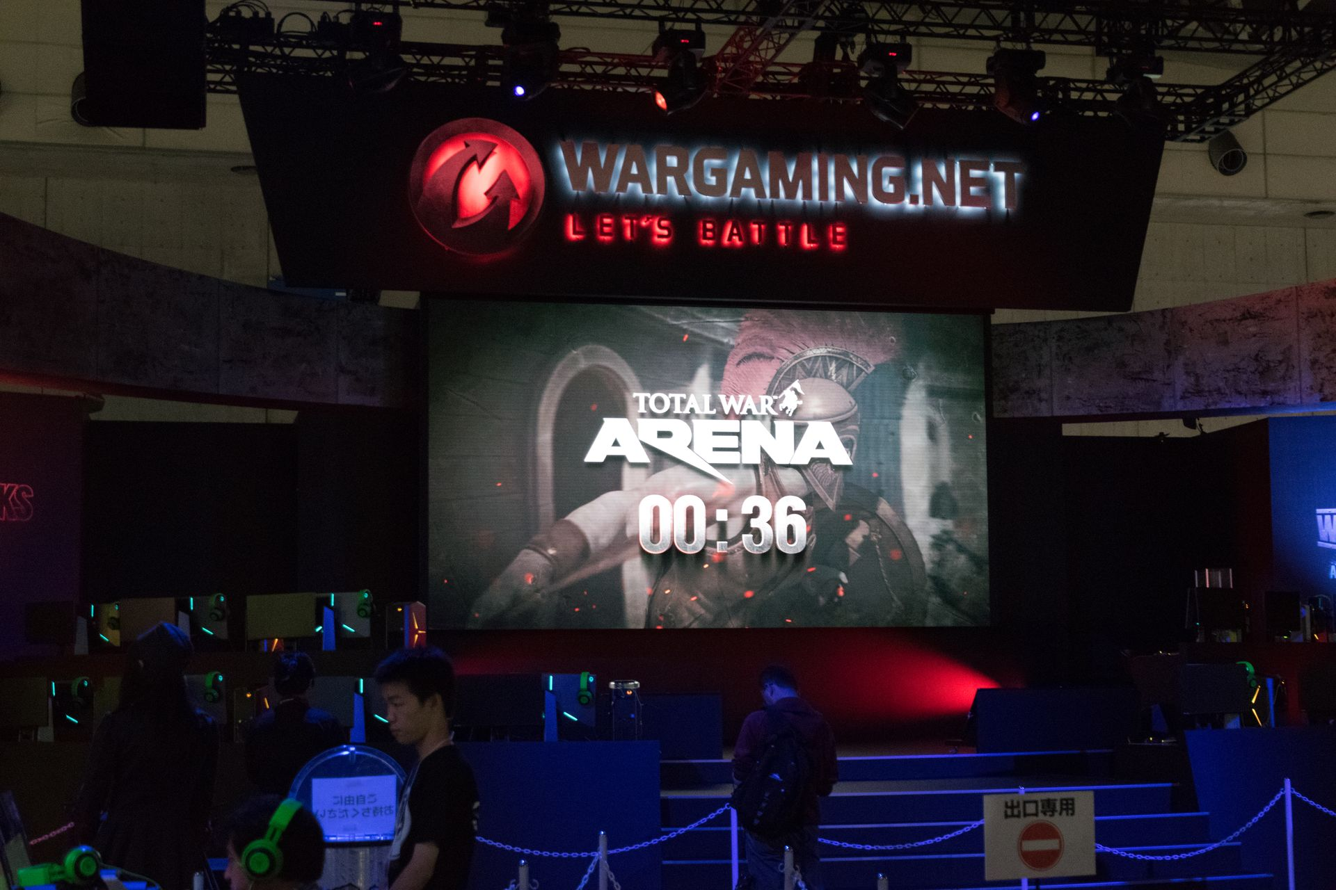 Wargaming.netのメインステージは昨年より大型。ビジネスデーなのに決勝戦あたりではかなりの人が集まっていた