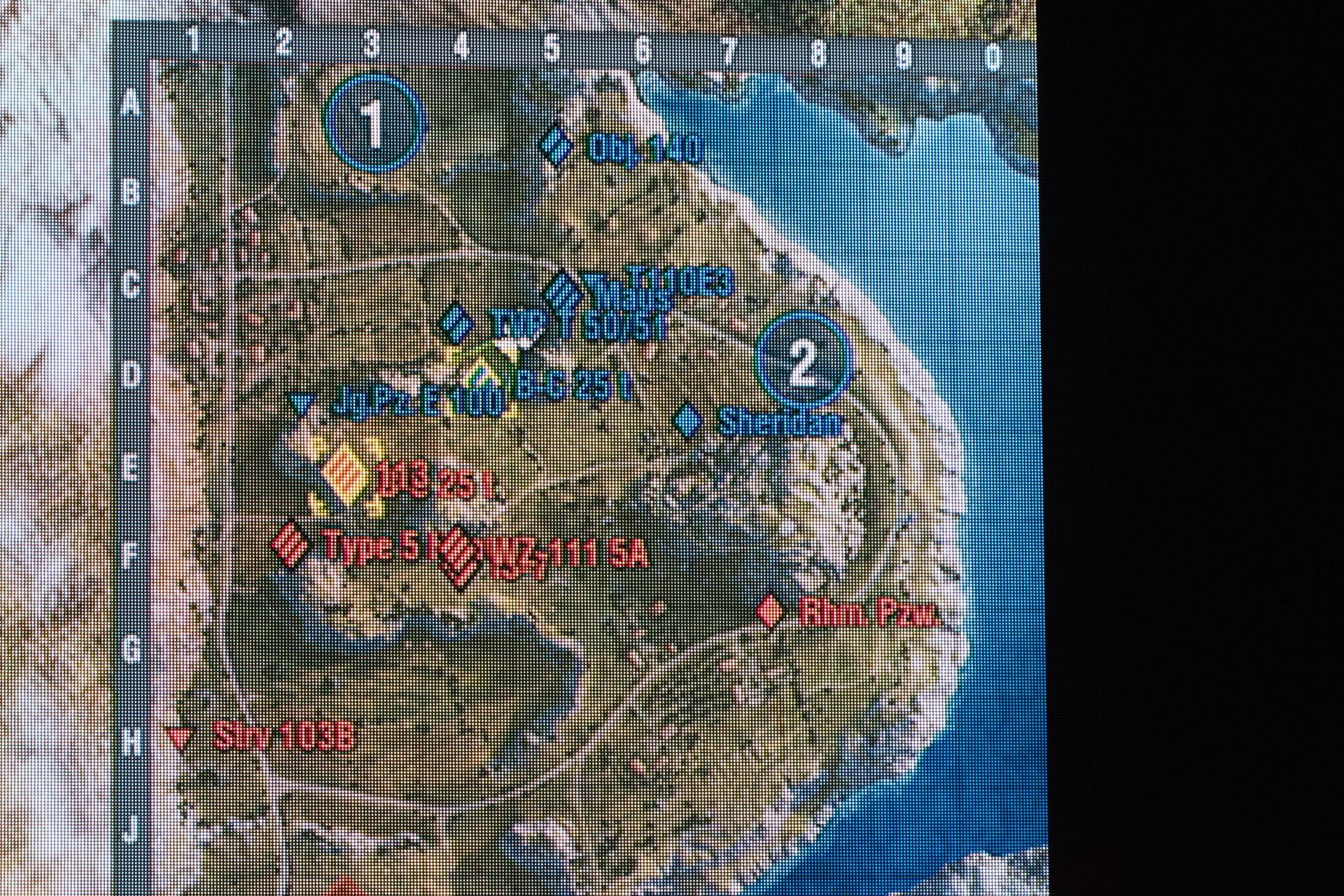 """マップ""""崖""""では中央付近の陣取りが熾烈。占拠できる拠点は攻撃側から遠く、うかつに飛び込めば集中砲火が待っている"""