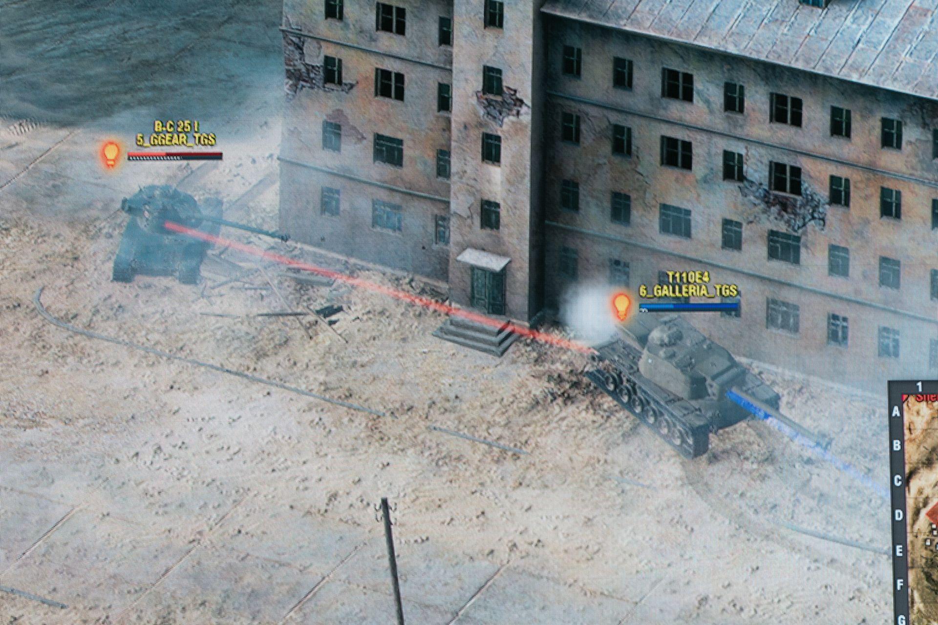最終戦、攻勢に出たGALLERIAの裏に回ったのがG-GearのB-C 25 tが戦の流れを逆転させた。前からでは堅いT110E4も、背後から連射を食らってアッという間に死亡。GALLERIAの占領ゲージも同じくこのB-C 25 tが見事にカット