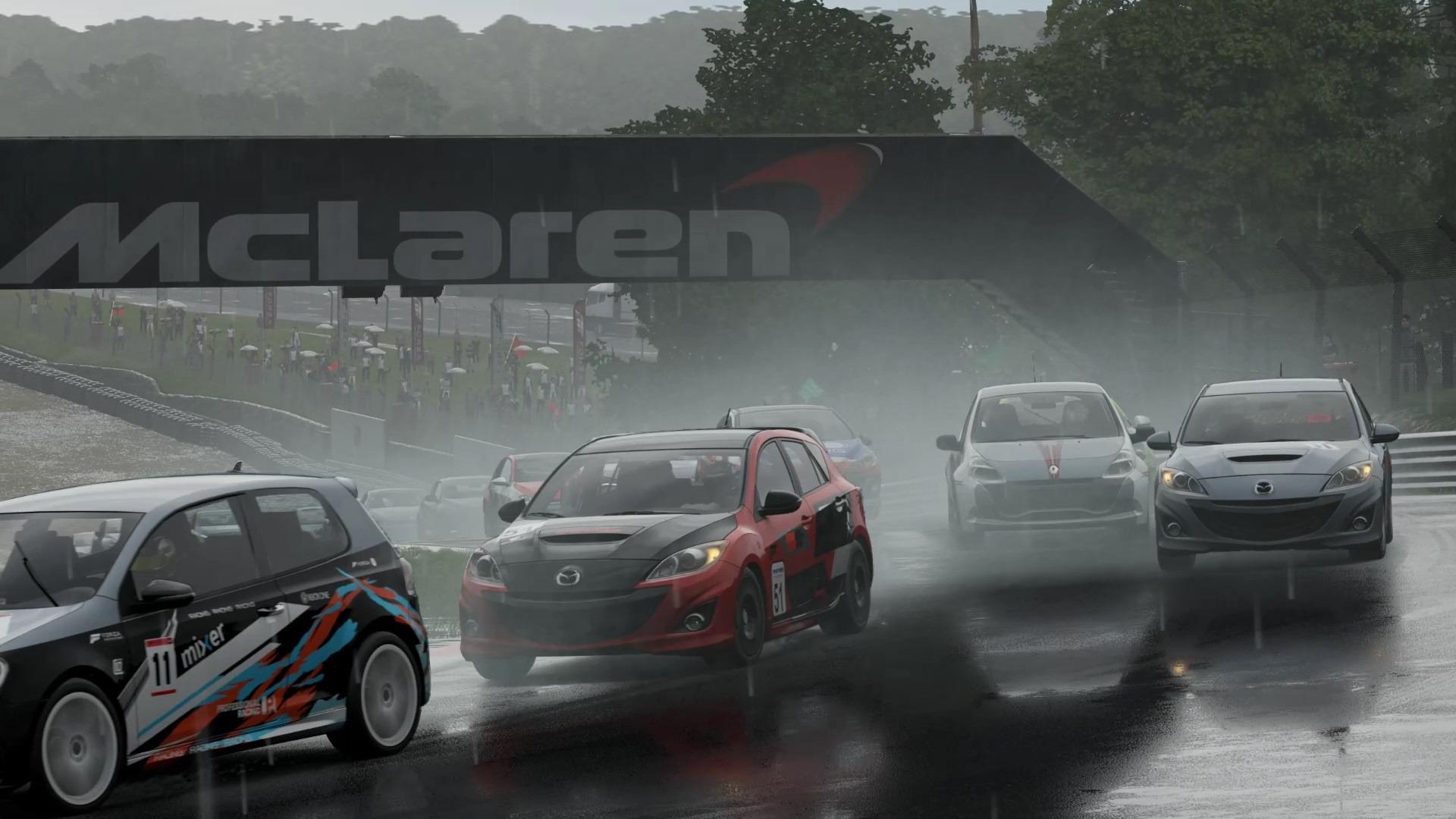 雨天のレースも臨場感たっぷりに描写してくれる