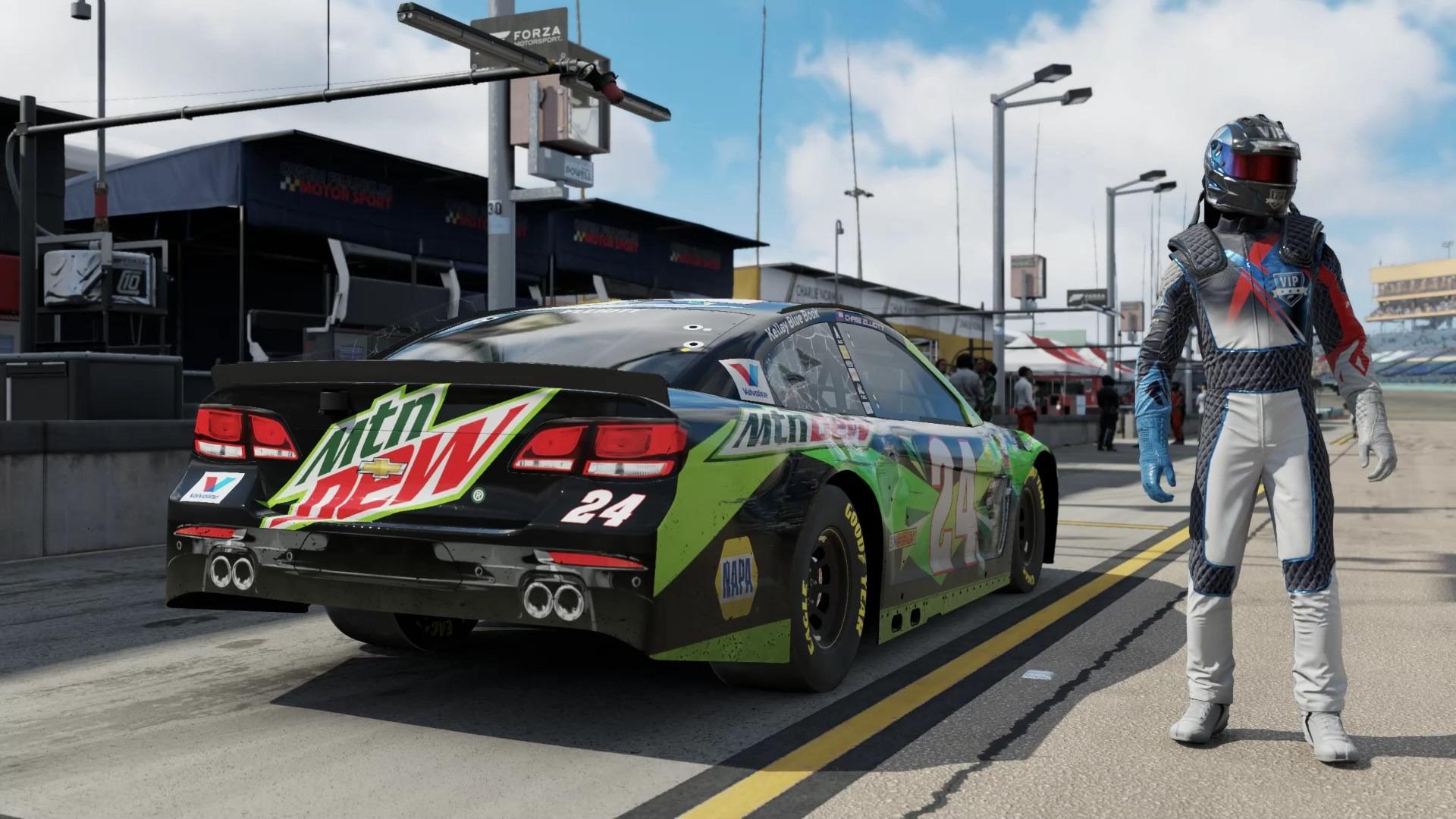 NASCAR用車両のリアライトや排気管はデカールやプリントで表現されるが、そこもバッチリ再現