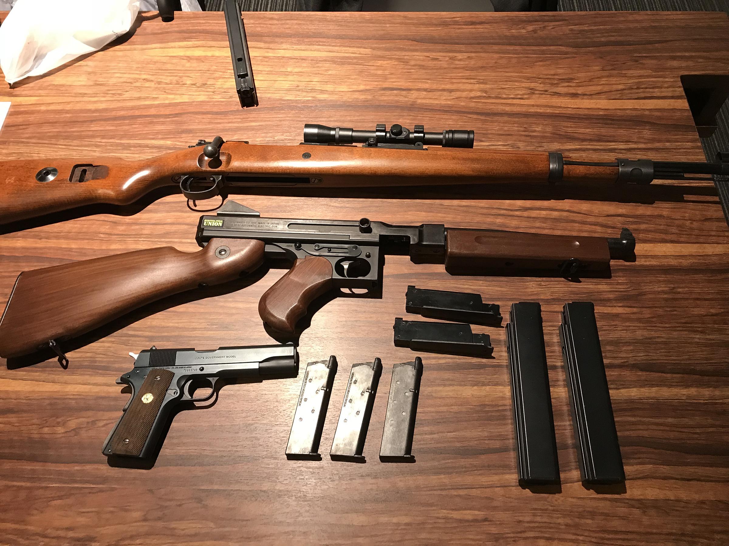 当日の筆者の装備。タナカワークスのKar98K、東京マルイのM1A1、コルトガバメント MarkIV Series'70の計3挺