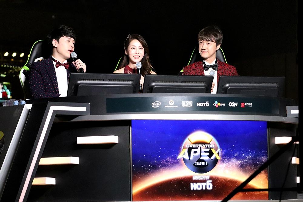 韓国語中継陣。左からファンギュヒョン氏、チョンソリム氏、キムジョンミン氏