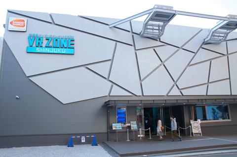 初めてのVR ZONE SHINJUKUで「戦場の絆VR PROTOTYPE Ver.」を楽しんで、今後の進化が楽しみになった話 新宿は歌舞伎町のど真ん中、コマ劇広場にドーンとある「VR ZONE SHINJUKU」。「龍が如く」の最新作では、こちらも再現されるんでしょうか……?