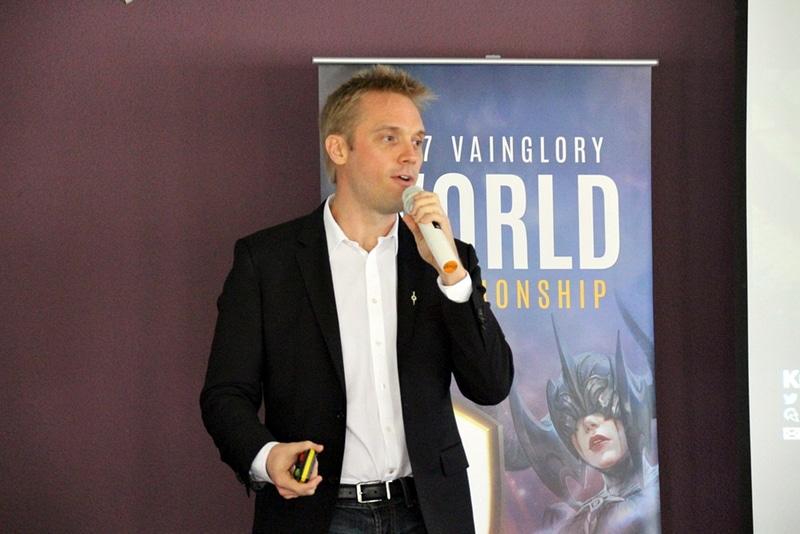 シンガポールにて登壇したSuper Evil MegacorpのCEO、Kristian Segerstrale氏