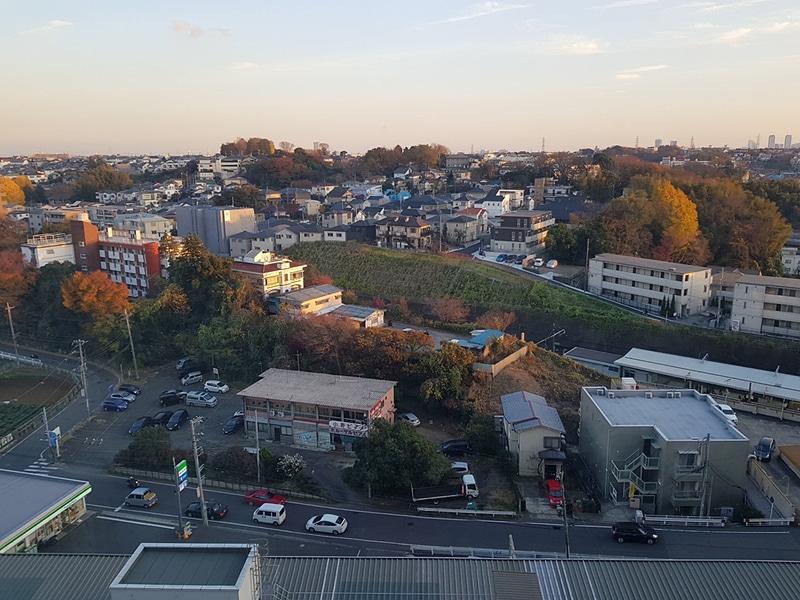 駅ビル上層部より、篠原口を望む。ほぼ住宅街だ