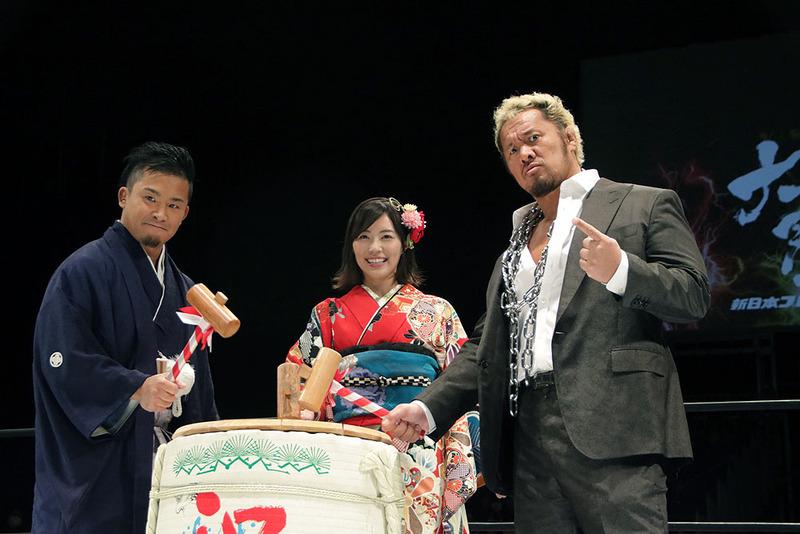 「大プロレス祭り 2018」のオープニングでは、真壁刀義選手とKUSHIDA選手、そしてアンバサダーとして参加したSKE48の松井珠理奈さんが鏡開きを披露
