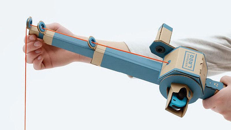 ダンボールからパーツを切り出して組み立てていく。Joy-ConのIRカメラを使ったピアノ、HD振動が活きてきそうな釣り竿やバイクのハンドルなど、Joy-Conの特性を活かしたものになっている