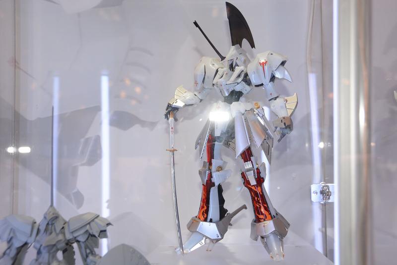 装備を減らし、価格も8,900円(税別)となる「L.E.D.MIRAGE V3」。4月に先行販売が行なわれる