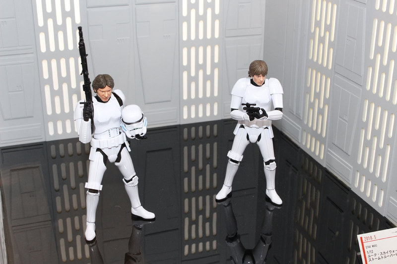 「1/12 ハン・ソロストームトルーパーVer.」(左)と「1/12ルーク・スカイウォーカーストームトルーパーVer.」(右)
