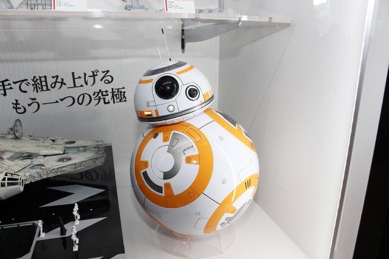 「1/2 BB-8(グロスフィニッシュ)」。昨年発売された1/2 BB-8を光沢のあるパーツで成型