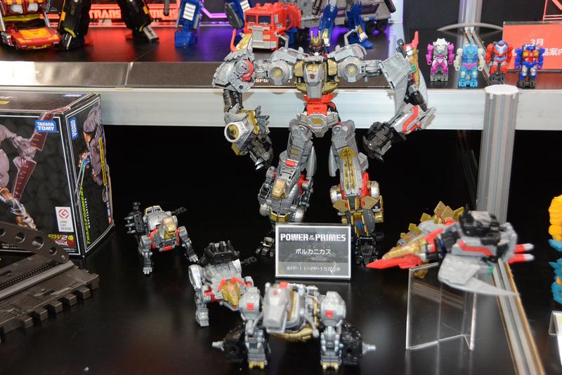 5体の恐竜ロボが変形合体する「ボルカニス」。各ロボットが6月より発売される予定