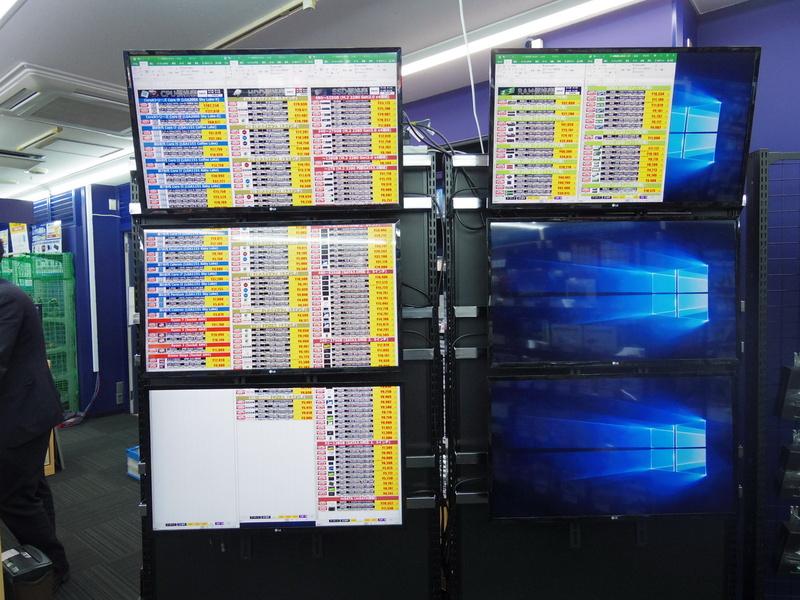 CPUやSSD、HDDは価格表がレジ横に掲示されている