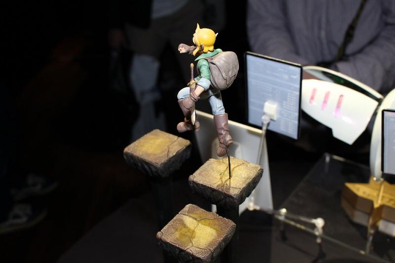クオータービューの画面が印象的なメガドライブタイトル「ランドストーカー ~皇帝の財宝~」(1992年)の主人公ライルが、ブロック状の世界を冒険する。プレイ中に「落ちまくった」という作者の思い出が、不安定さあふれる足場に現れている