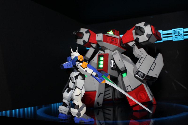 対戦ロボットアクション「電脳戦機バーチャロン」(1995年)より、テムジンがステージクリアに時間がかかると出現するヤガランデと対峙するシーンをボックス内部に再現。キットのスケール差を広く取ってヤガランデの巨大感を演出している