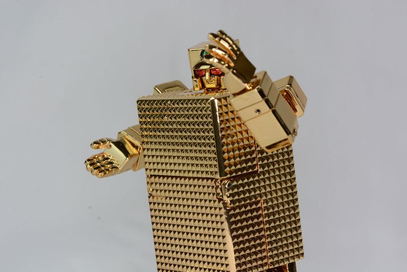 手を単一分子化させて敵の胴体を貫通、引きずり出したメカ心臓を握りつぶすという、タツノコヒーローらしい必殺技「ゴールドクラッシュ」。交換用手首とメカ心臓が付属しており、必殺技を再現できる