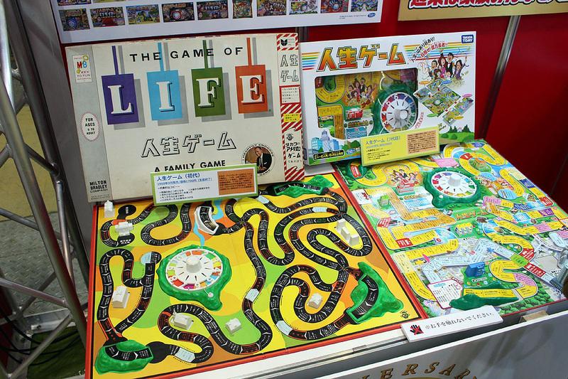 ブースには人生ゲームの歴史が記されたパネルや、初代人生ゲームなども展示された