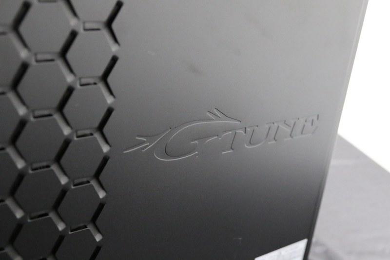 サイドにはG-Tuneの刻印を入れて高級感を出している