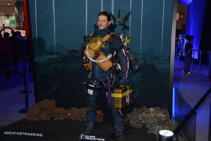 E3会場での「DEATH STRANDING」のフィギュア