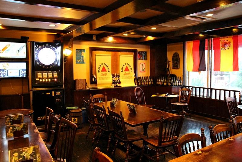 """店内の雰囲気は""""欧風ギルドレストラン""""というだけあってファンタジー世界の酒場のよう。「ロードス島戦記」のイベントにはぴったりだ"""