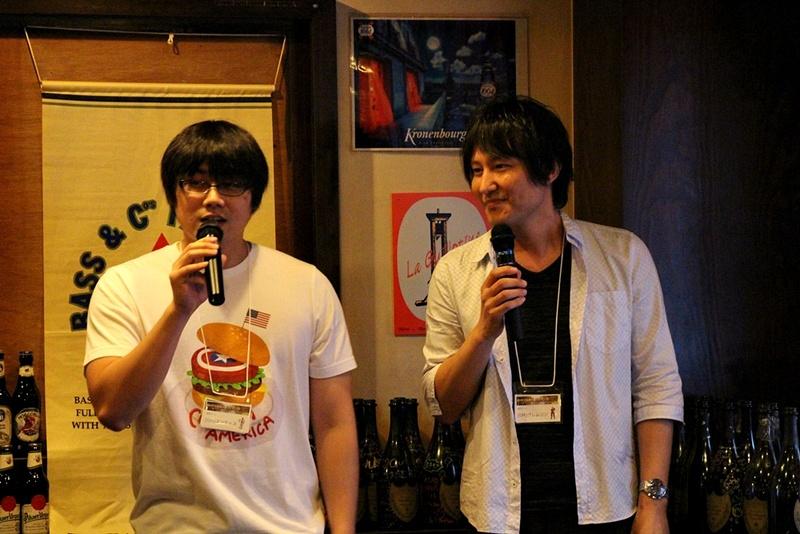 日本運営プロデューサーの岡崎賢治氏(右)とGMマンティス氏(左)