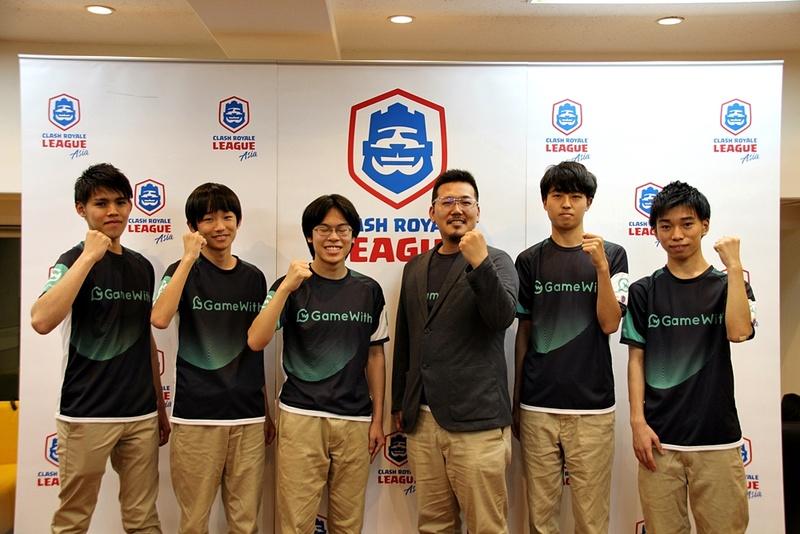 左からZEROS選手、shun選手、アマテラス選手、大庭仙充監督、KK19212選手、ユイヒイロ選手