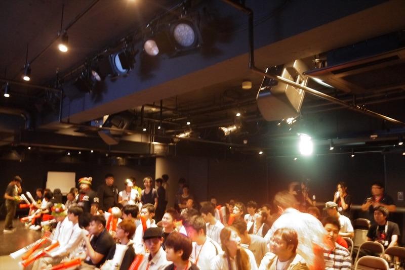 会場には設置された巨大スクリーン。多くのファンが観戦を楽しんだ。