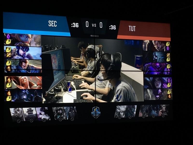 「ヤスオ」は現在の環境ではTop、Mid、Botのいずれにもにいけるため、どの試合でも早い段階でピックされた。どこに行くか分かり辛いのでカウンターを当て辛く、チームの戦略をぼかすこともできる