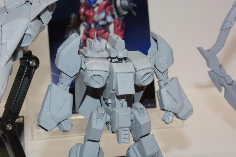 戦闘機形態のまとまりの良さ、ロボット形態のコクピットや機首の位置など、開発者の強いこだわりが込められている