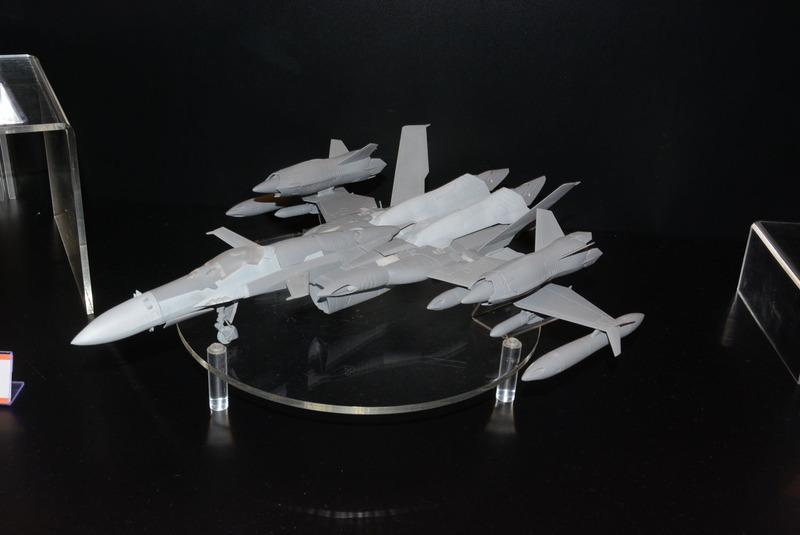 アルカディアは新作として「1/60 SV-51γイワノフ機」を出展