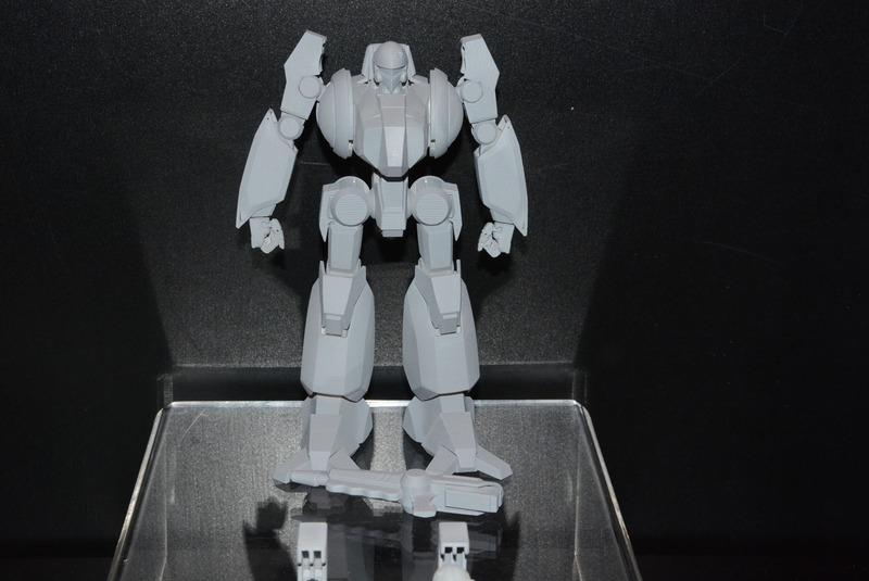 ハーガンの写真公開も行なわれた。単独の変形ではなく、手足のパーツを取り付けての変形となる