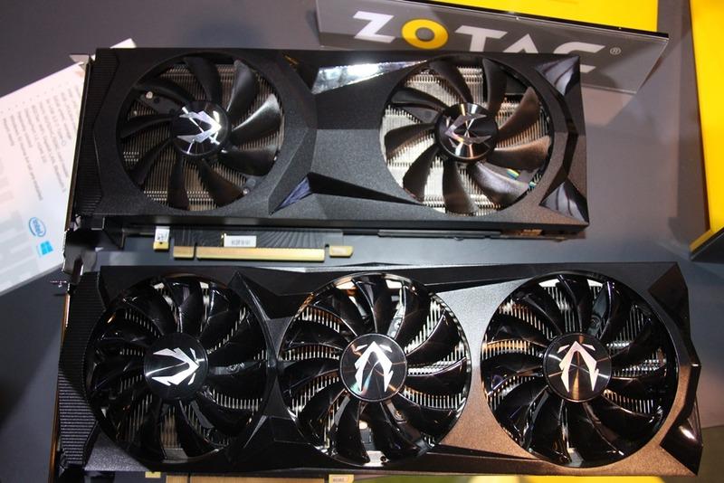 「ZOTAC GAMING GeForce RTX 2080 Ti AMP」とのサイズ比較。こうしてみるとかなりコンパクトだ