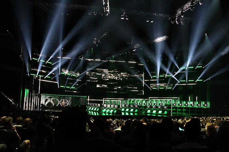 Xbox Media Briefingでは、Head of XboxのPhil Spencer氏が締めくくりの挨拶を行なう途中でハッキングするという演出が行なわれた。Xboxのロゴが赤く染まる中、「サイバーパンク2077」のトレーラーが公開された