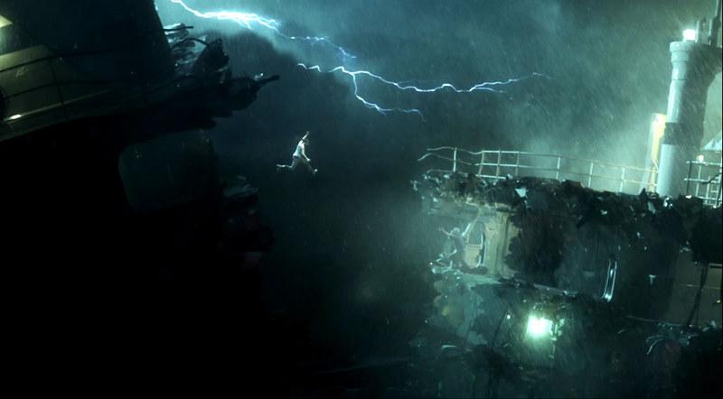 「トゥームレイダー」の冒頭でいきなり船が裂ける。いきなりこのシーンがあったからララは大事故にばかり遭うのだろうか?