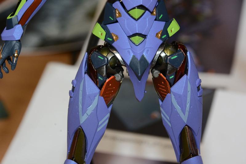 """関節部は""""鋼の筋肉""""というコンセプトが強調されている。鮮やかな金属の色味も、METAL BUILDで培った技術だからこそだ"""