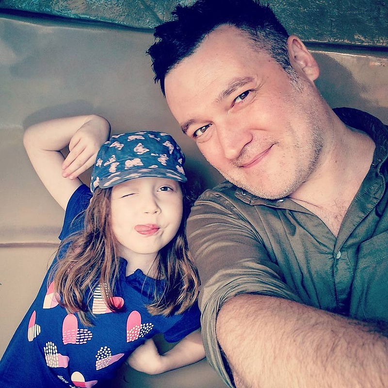 親子写真。開発者である父と愛娘・マデリーン