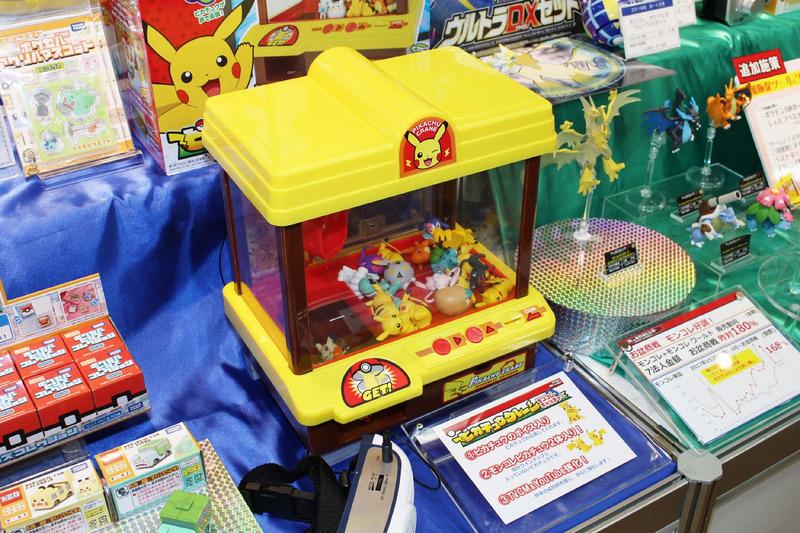 「ピカチュウクレーンモンコレキャッチャー」は、コレクションした「モンコレ」をクレーンゲームで遊んだり保存したりして楽しめる