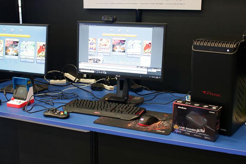 「今日からあなたもユーチューバー」コーナーでは、PCとAVer Mediaの機材を使いNEOGEO miniのゲーム配信を行なっている