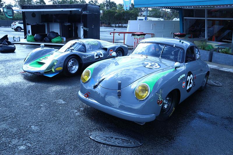 外にはMcLarenのスーパーカーやクラシックカーなどが展示されていた