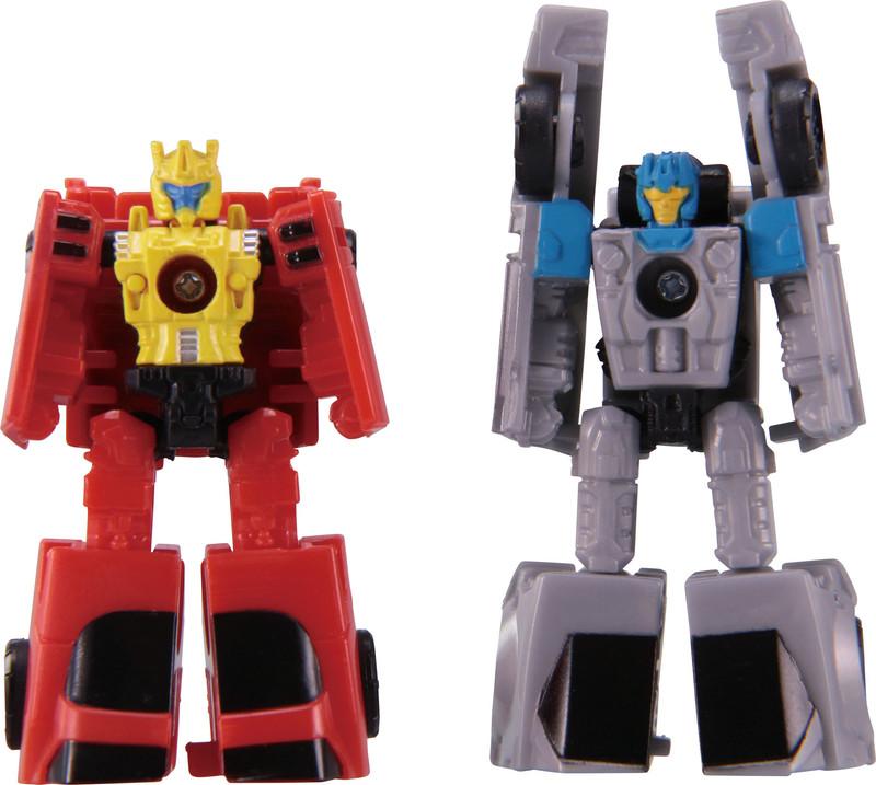 価格1,800円(税別)。ロボットからビークルに変形し、更に合体すると武器になる「マイクロマスター」と呼ばれる種族の小型トランスフォーマーの2体セット。2体を合体させると銃になり、大型のトランスフォーマーに持たせることができる