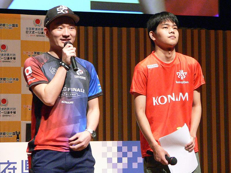 ゲスト解説は「ウイニングイレブン」のJeSU公認プロゲーマー、まやげか選手(左)と、アジア競技大会の金メダリストである相原翼選手(右)