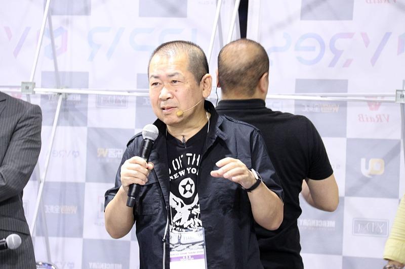 デモを見ながら解説を入れる鈴木氏