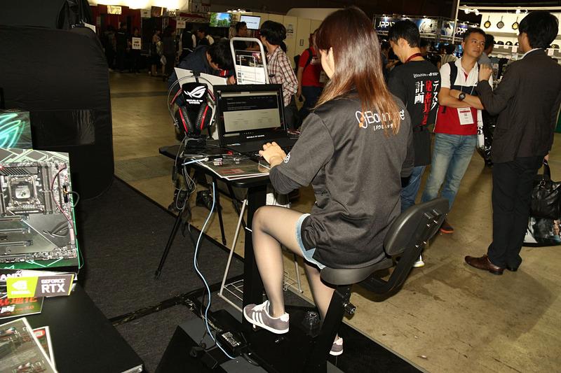 エアロバイク一体型ゲーミングデスク